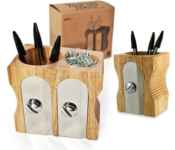 Guarde seus lápis e canetas em um porta-canetas em forma de apontador