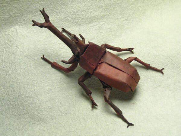 Insetos ultra realistas feitos em origami
