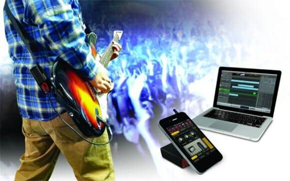 Com o Guitarlink Air você conecta sua Guitarra em seu Amp, iPhone ou PC sem usar fios!