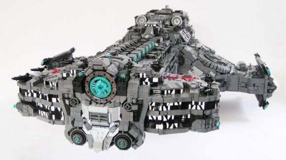 Fã constrói nave do game StarCraft usando mais de 15 mil peças de LEGO