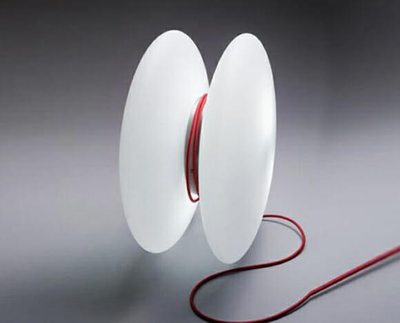 Luminária criativa tem design de ioiô