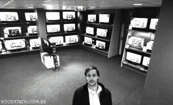 VIDEOFUN - Câmeras de segurança flagram o ladrão de TVs mais inteligente do mundo