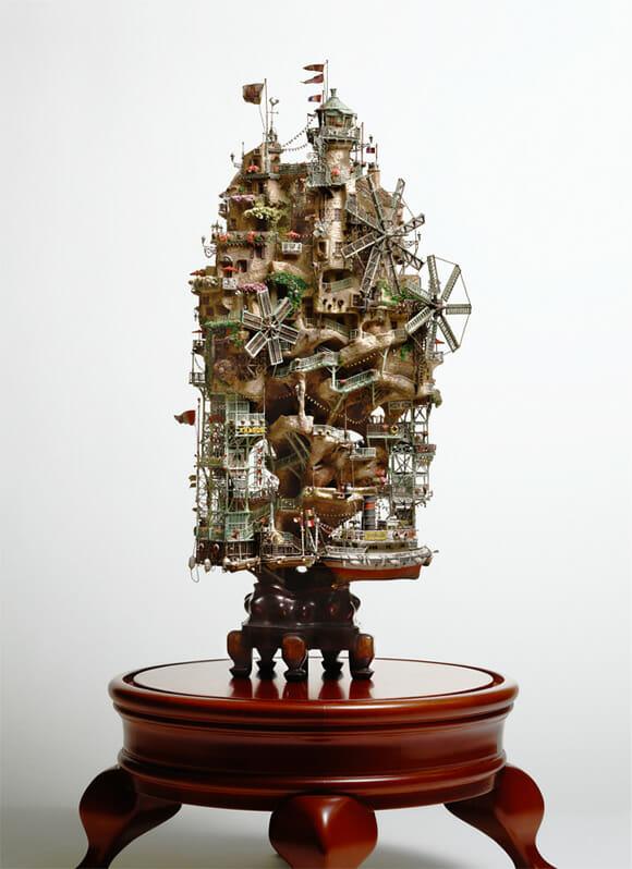 Casas na árvore em miniatura feitas em bonsais