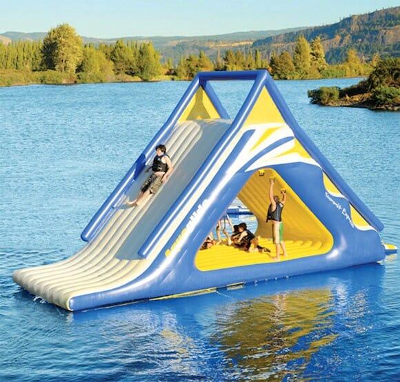 Turbine seu feriado com um MEGA tobogã inflável para piscinas, rios ou praias!