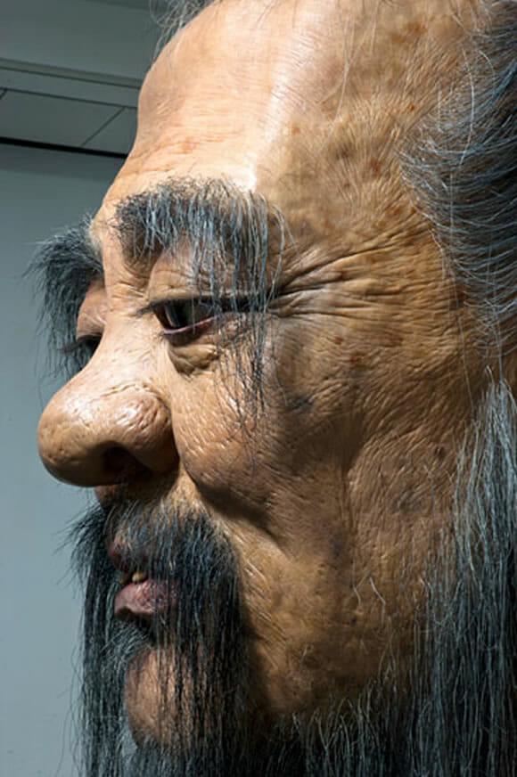 Escultura de 9 metros de altura do filósofo Confúcio é incrivelmente realista