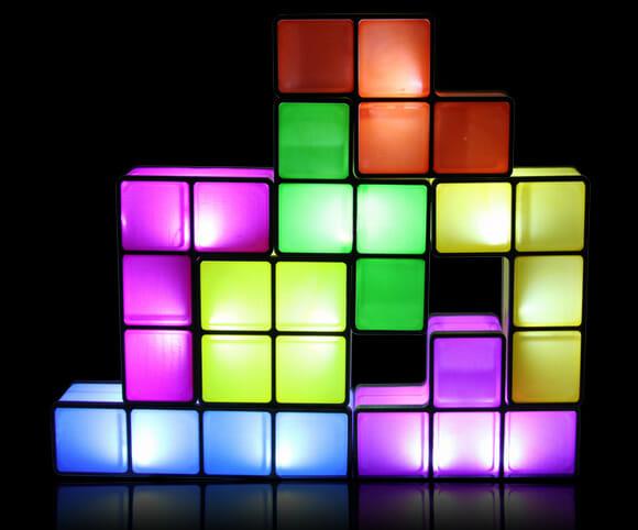 Luminária Tetris acende quando suas peças são encaixadas