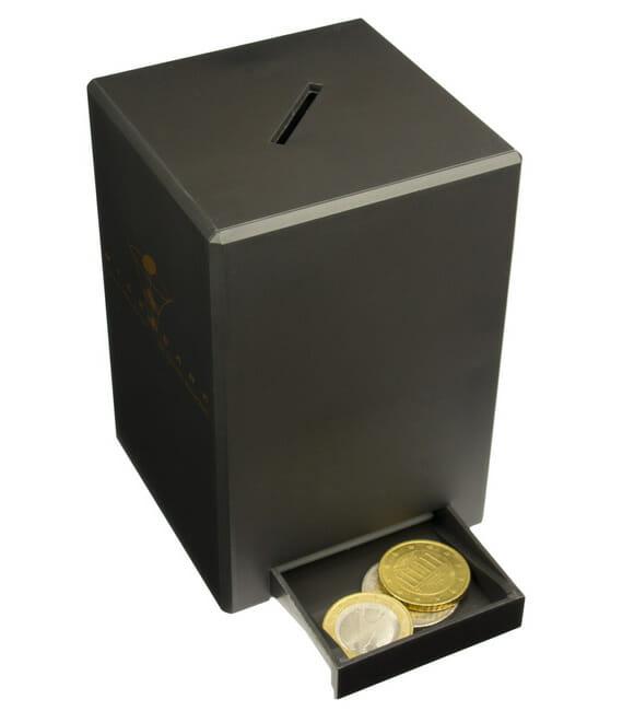 """Cofrinho """"encolhedor"""" diminui o tamanho de suas moedas como se fosse mágica!"""