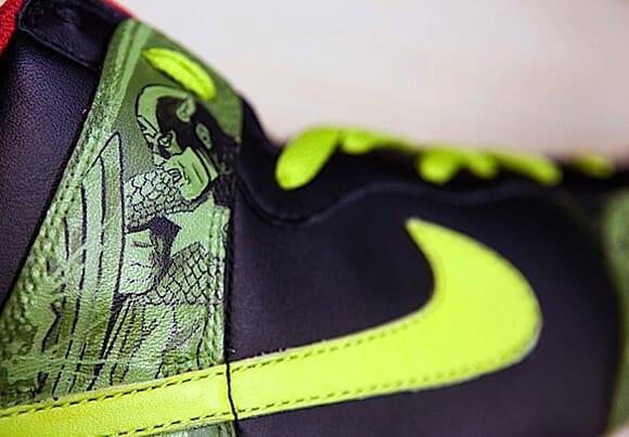 Nike customizado com desenhos dos Vingadores da Marvel