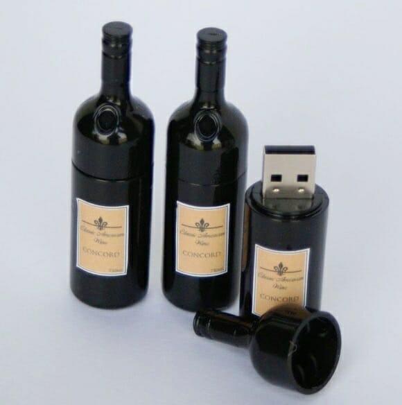 Pen drive em forma de garrafa de vinho