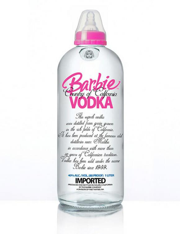 Projeto incomum mistura garrafas de bebidas famosas com temas infantis