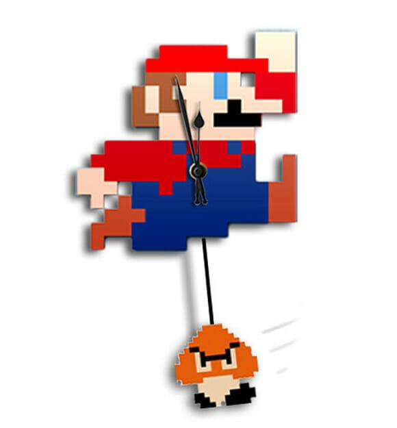 Relógio de parede do Super Mario com pêndulo de Goomba. Bem legal!