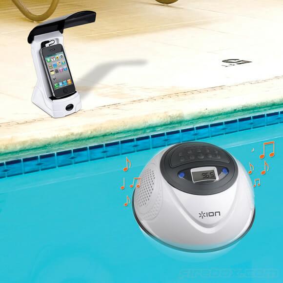 Speaker flutuante permite que você escute as músicas do seu smartphone ou MP3 na piscina