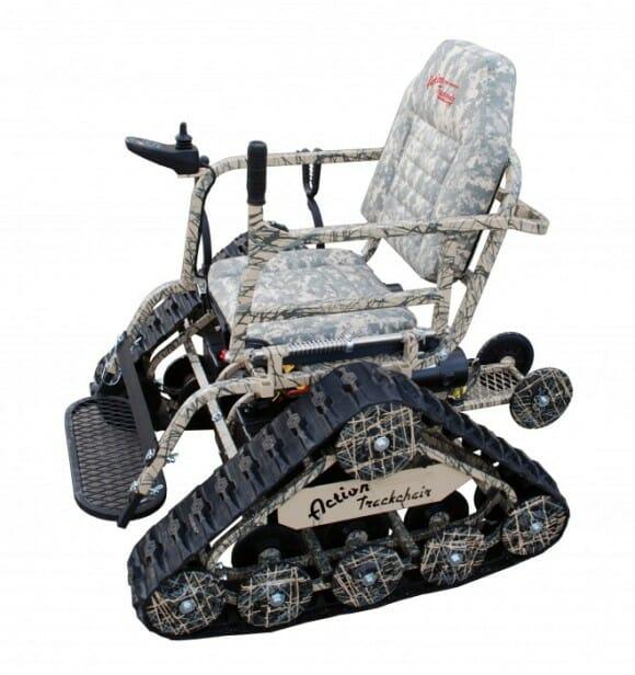 Cadeira de rodas em forma de tanque de guerra é ideal para cadeirantes revoltados
