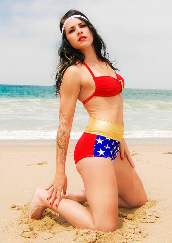 Biquíni para se sentir a Mulher Maravilha na praia