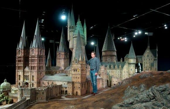 Réplica incrível da Escola de Hogwarts da série Harry Potter