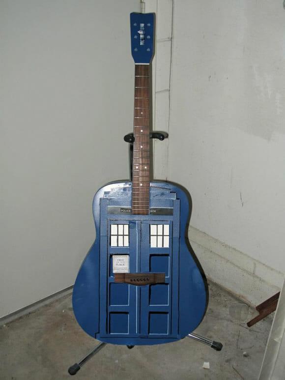 GuiTARDIS: O instrumento musical que todo fã de Doctor Who sonha ter!
