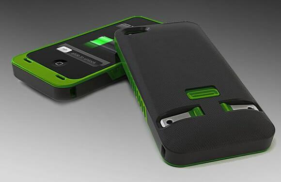 Capa com carregador embutido pode facilitar muito a vida de donos de iPhones