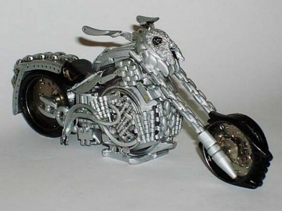 Miniaturas incríveis de veículos feitos de relógios reciclados