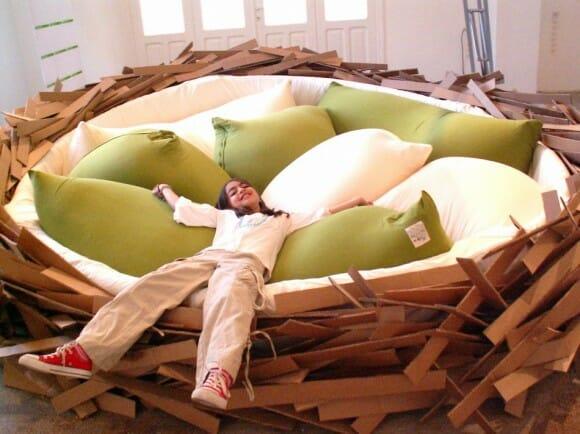 Durma em um ninho de pássaro gigante