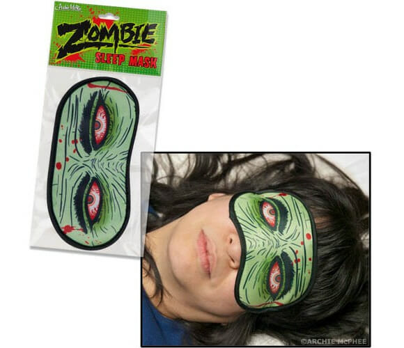 Mascara Zumbi para dormir pode te salvar em caso de ataque surpresa de zumbis