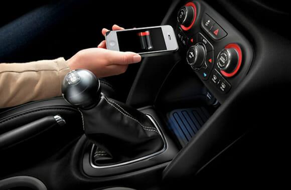 Chrysler oferecerá sistema de recarga de smartphones wireless em seus veículos