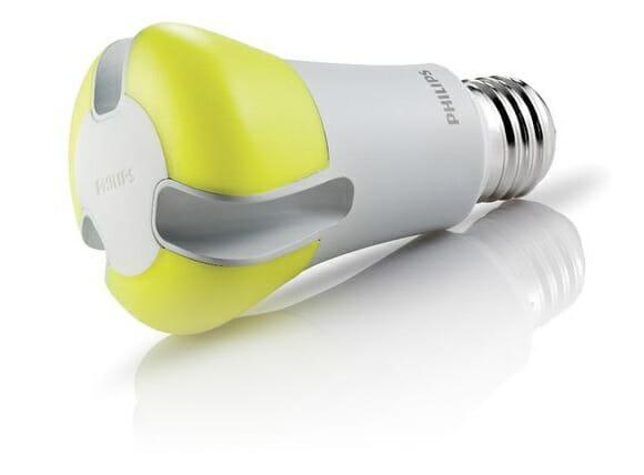Lâmpada de LED que dura 20 anos da Philips será vendida neste Domingo. Vale a pena?
