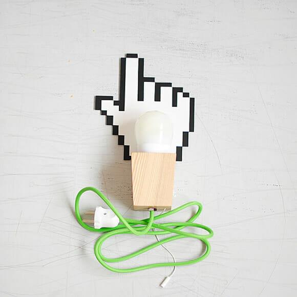 Luminária de parede imita a mãozinha do cursor
