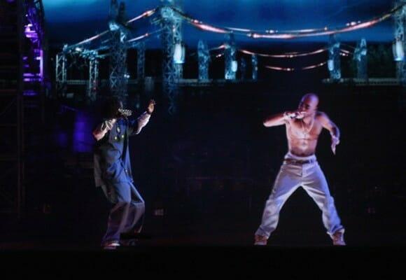 Cantor de rap Tupac Shakur morto há 16 anos é ressuscitado em show nos EUA (vídeo)