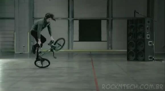 Equipamento especial transforma sua bicicleta em uma completa pickup de DJ (vídeo)