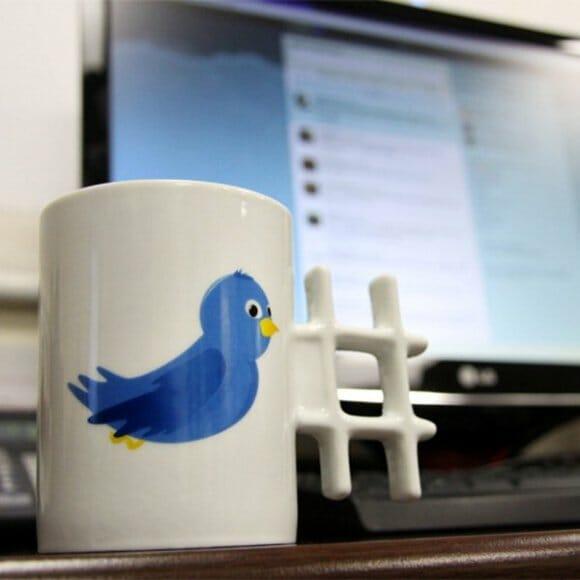 Caneca Tweet vem com alça hashtag