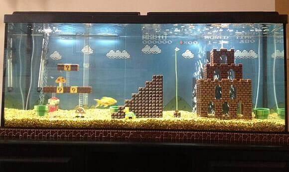 Homem transforma seu aquário em uma fase do game Super Mario Bros (vídeo)