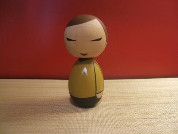 Bonecos de madeira inspirados em super-heróis, Star Wars e Star Trek