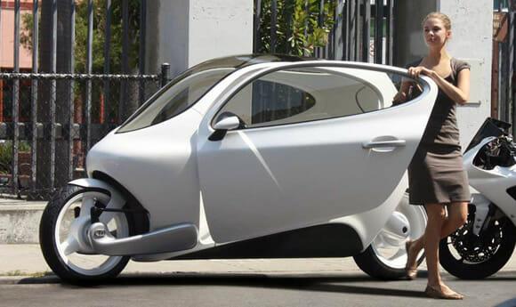 Lit C-1 - O mais próximo de um carro que uma moto conseguiu chegar! (vídeo)