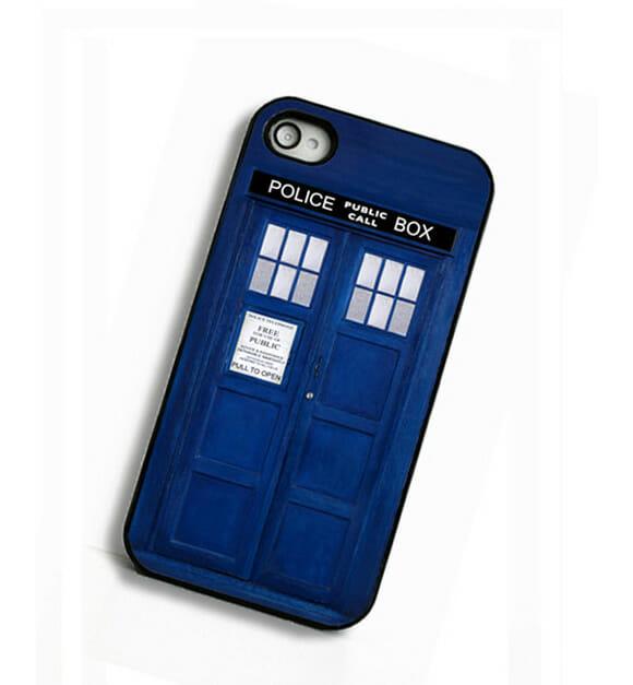 Capa para iPhone imita a TARDIS de Doctor Who