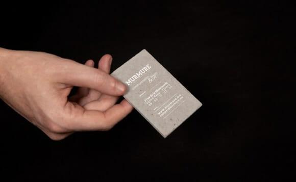 Cartões de visitas de concreto para concretizar relações com clientes