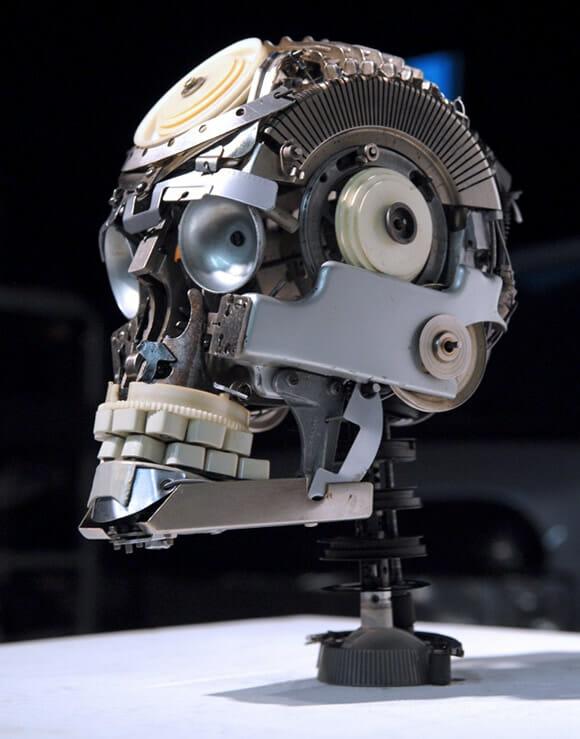 Crânio feito a partir de peças de máquina de escrever