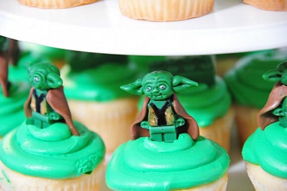 Cupcakes LEGO Star Wars com minifigures comestíveis!