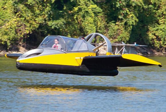 Turbine seu próximo verão com um Hovercraft que voa por apenas US$ 190 mil!