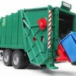 Caminhão de Lixo de brinquedo é um convite para limparmos nossa mesa de trabalho