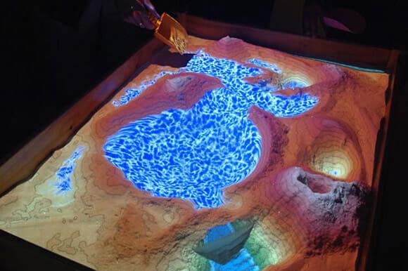 Agora é possível criar montanhas e lagos de verdade usando o Kinect! (vídeo)