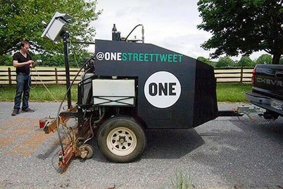 Novo serviço pelo Twitter utiliza uma máquina para imprimir seus tweets pelas ruas