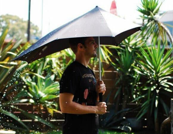 Guarda-chuva Senz Storm é ideal para nos proteger em dias de chuva forte