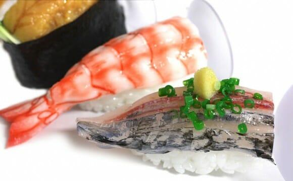 Suportes para smartphones em forma de comida japonesa