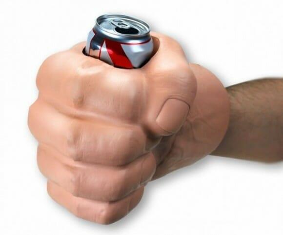 Proteja suas latas de cerveja com mãos de super-herói!