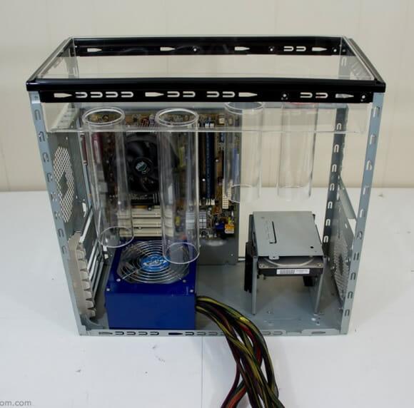 Tecnologia Verde: Homem constrói Gabinete de PC equipado com grama de verdade