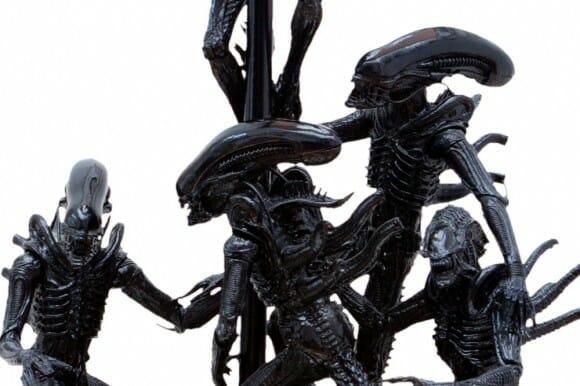 Manhêêê, tem um Alien no meu abajur! :O