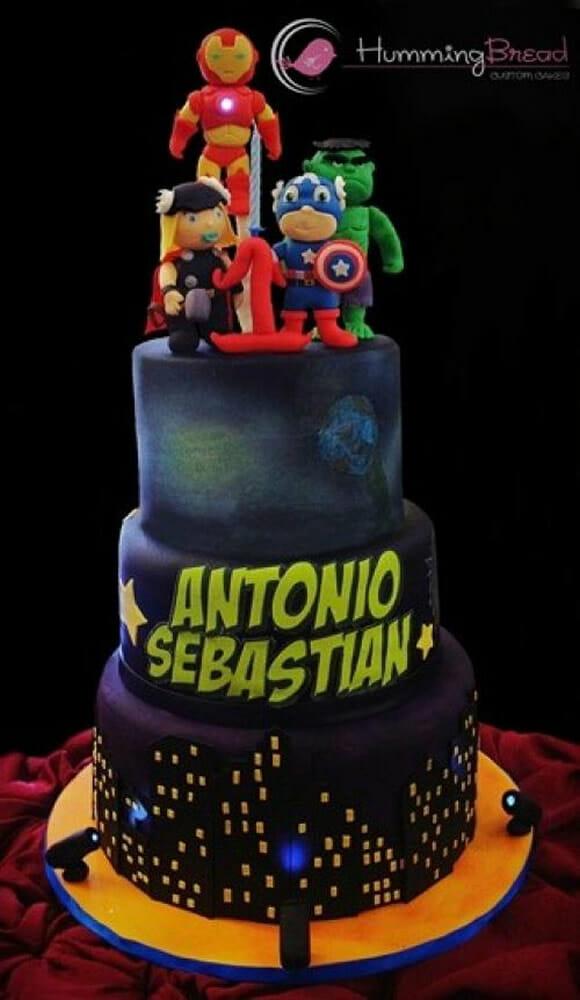 bolo Baby Avengers foi criado pela confeitaria Humming Bread para um ...