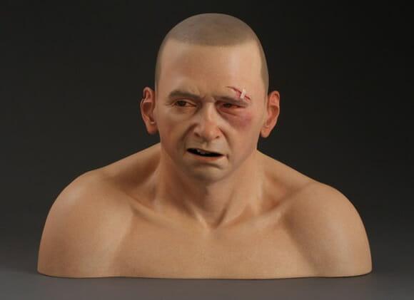Esculturas hiper-realistas de cerâmica parecem pessoas de verdade