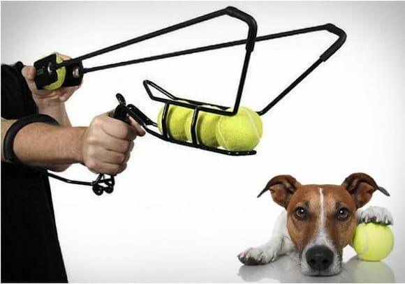 Estilingue especial de bolas de tênis torna a brincadeira com seu cachorro mais divertida