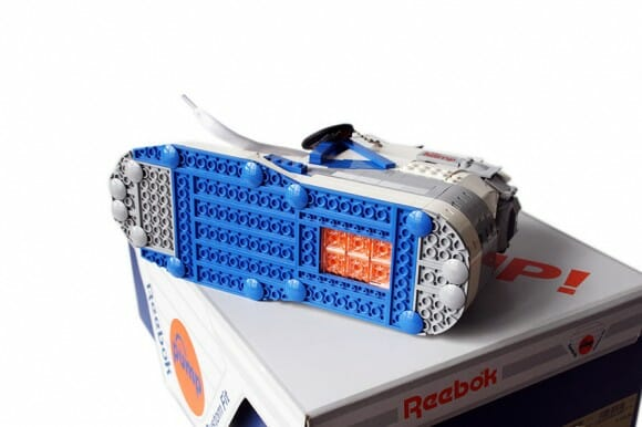 Réplica do tênis Reebok Pump feita de LEGO